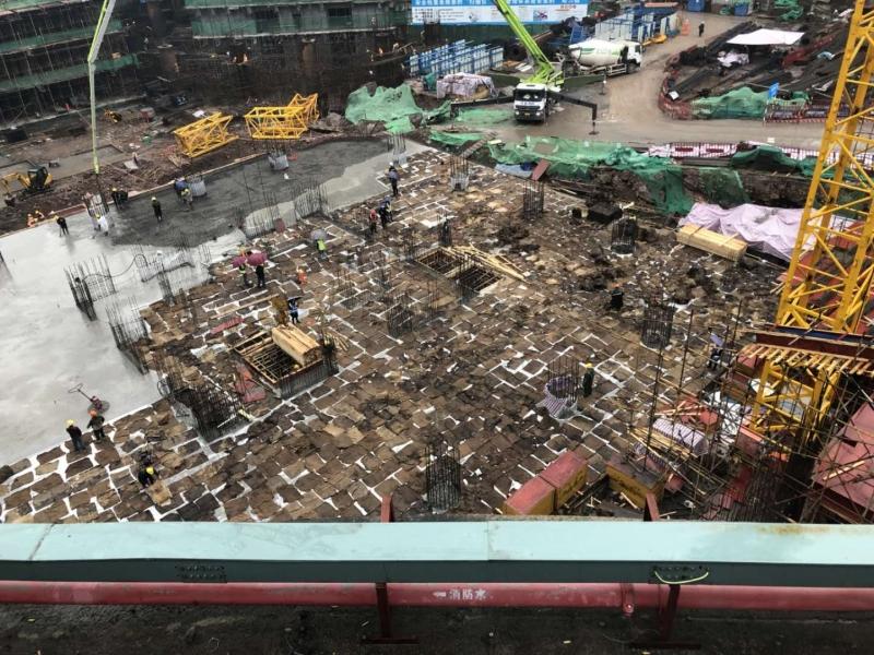 华侨城2号楼筏板基础浇筑现场